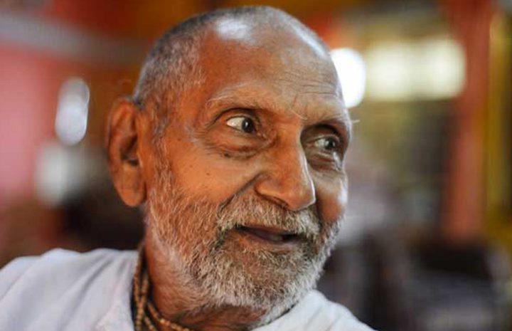 زائر هندي يثير الذهول في مطار أبو ظبي الدولي