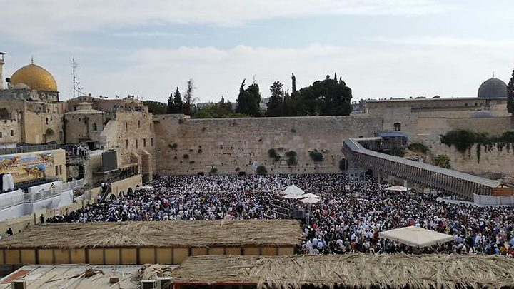 آلاف المستوطنين يقتحمون المسجد الأقصى