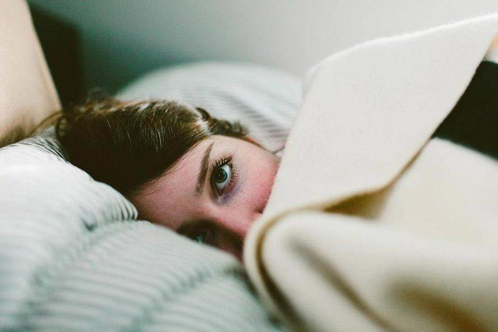 العين الارنبية وعدم القدرة علي إغلاق الجفن أثناء النوم