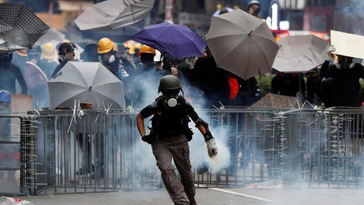 أبل تخضع وتسحب تطبيقا يدعم متظاهري هونغ كونغ ضد الشرطة