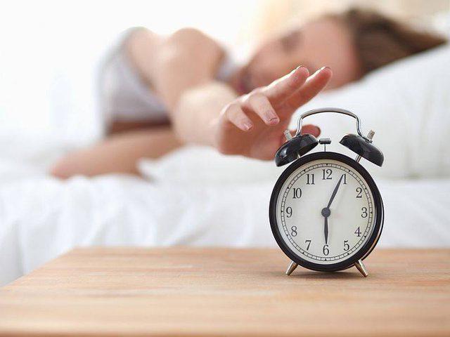 دراسة تحذر الطلاب من قلة ساعات النوم