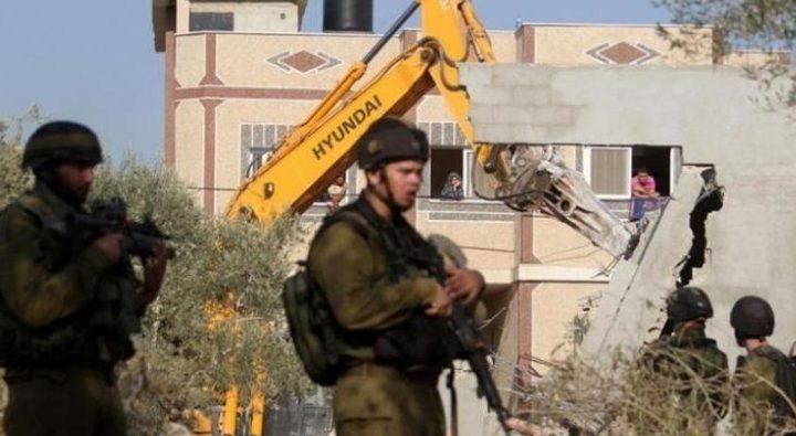 الاحتلال يصعد اعتداءاته في الضفة وإخطارات بالهدم شرق القدس