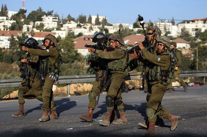 الاحتلال يصيب عامل بالرصاص المعدني المغلف بالمطاط