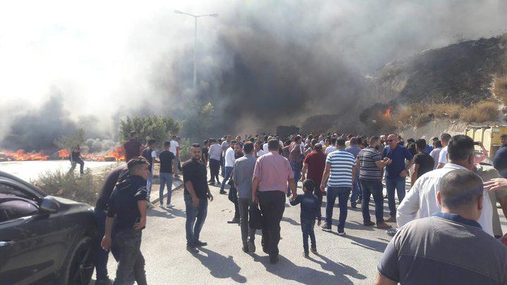 مواطنون ينظمون وقفة احتجاجية على طريق الباذان ويطالبون بتأهيله