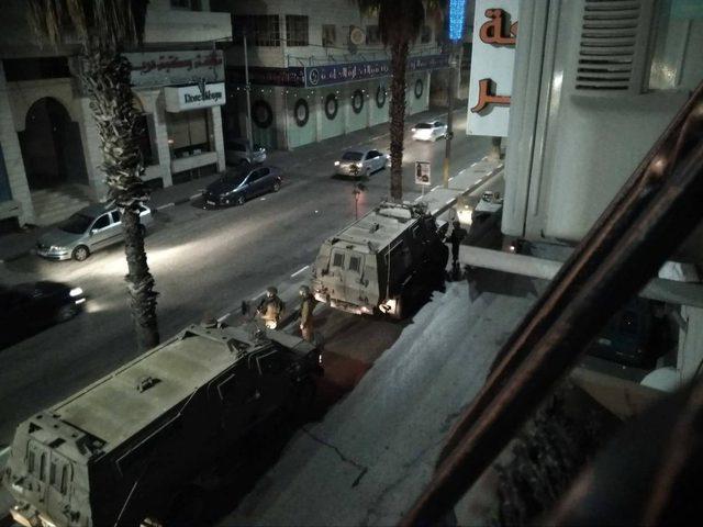 قوات الاحتلال تداهم عدة منازل في الخليل