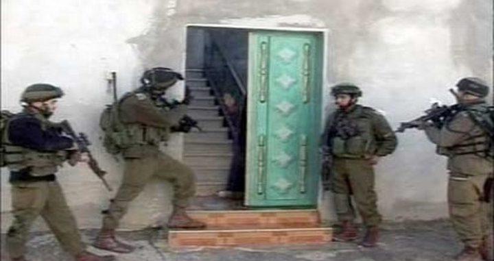الاحتلال يقتحم منزلي الأسيرين سامر العربيد ووليد حناتشة