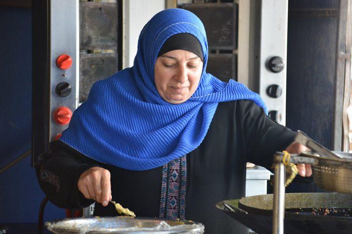 """""""أم عمر """" أول سيدة تدير مطعما في سلفيت"""