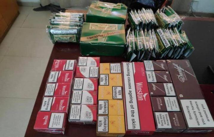 ضبط مواد غذائية منتهية الصلاحية ودخان ممنوع من التداول