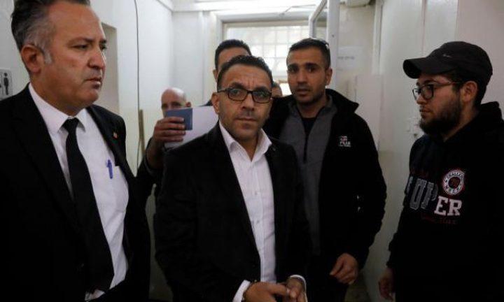 تمديد اعتقال محافظ القدس وأمين سر فتح حتى مساء اليوم