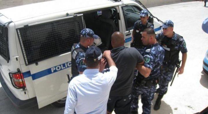 الشرطة: القبض على 12 مطلوبًا للعدالة