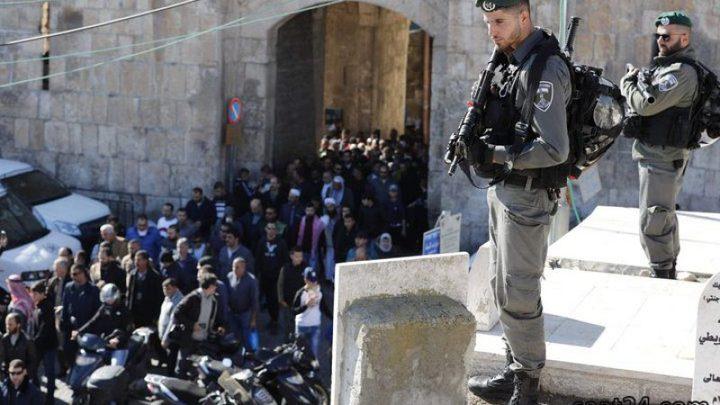 الاحتلال يخلي المصلين من باحة مصلى باب الرحمة
