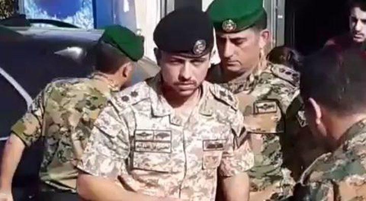 الأمير الحسين بن عبد الله الثاني يساعد مصابين بحادث سير (فيديو)