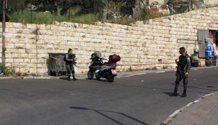 الاحتلال يغلق طريقين في بلدة سلوان