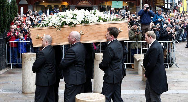ميت يتحدث ويفجر الضحك خلال جنازته!