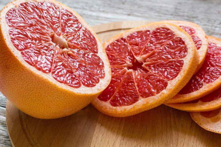 دراسة: تناول فاكهة الجريب فروت يوميا يساعد على خسارة الوزن