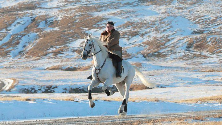 صور غير إعتيادية لزعيم كوريا الشمالية وسط الثلوج
