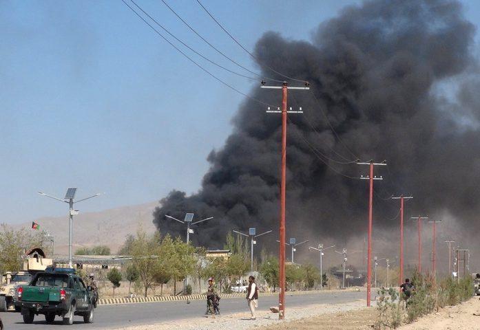 مقتل شرطيين وجرح 20 طفلا بانفجار شاحنة في أفغانستان