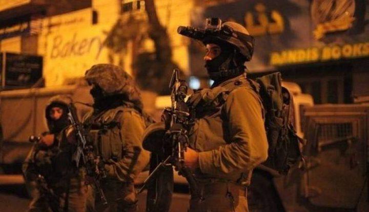 قوات الاحتلال تعتقلمواطنا من الخليل
