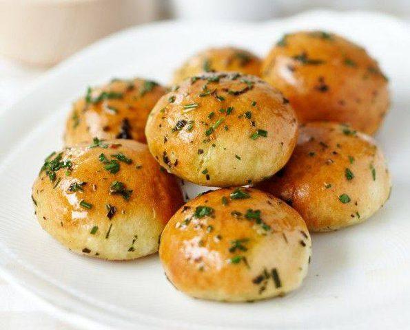 كرات خبز الثوم