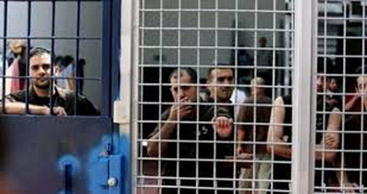 أسرى يدخلون أعواما جديدة بسجون الاحتلال