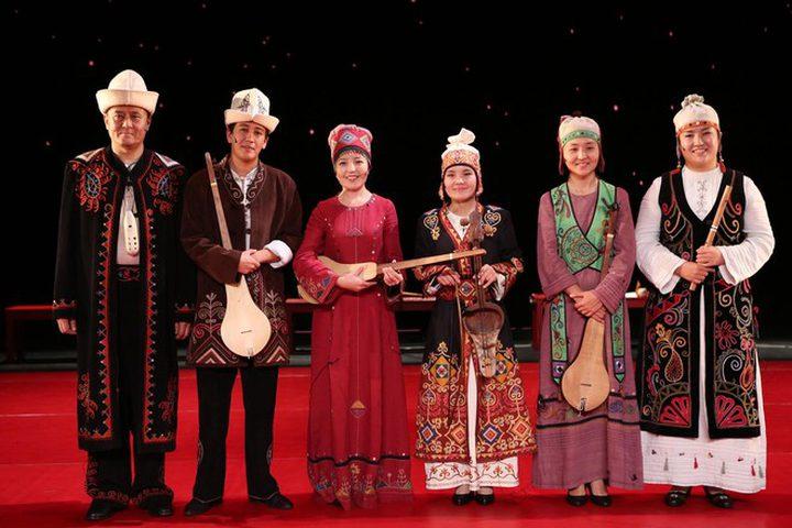 قيرغيزستان.. البنك المركزي يجند فنانين شعبيين لخدمة الاقتصاد !