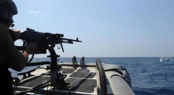 الاحتلال يستهدف مراكب الصيادين في بحر غزة