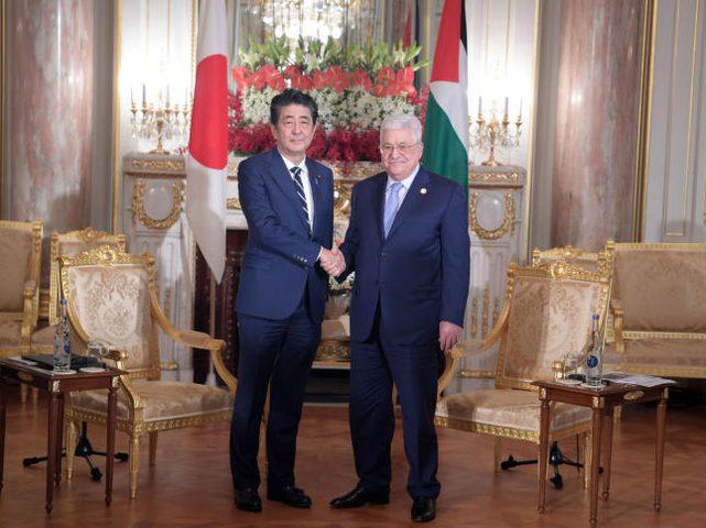 الرئيس عباس يلتقي وزير الخارجية الياباني