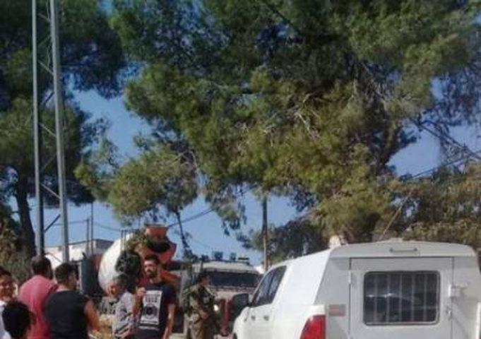 الاحتلال يصادر خلاطة باطون غرب بيت لحم