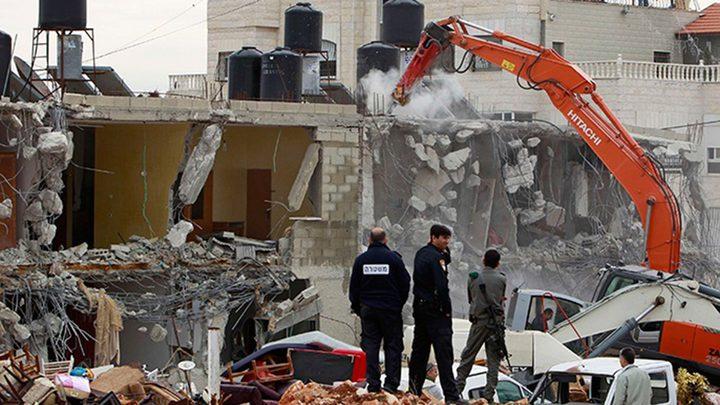 الرملة: الاحتلال يهدم جدار منزل