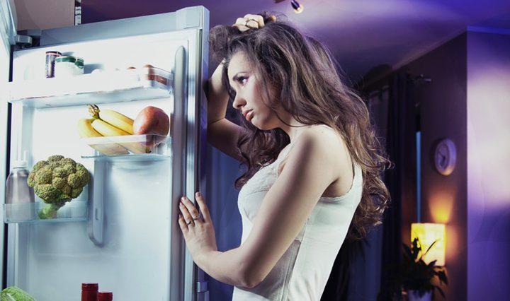 لماذا يصعب عليك التحكم في شغف تناول الطعام في المساء ؟