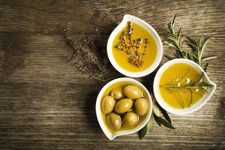 خبيرة تغذية: تناول الزيت بشكل مبالغ فيه يهدد صحتنا