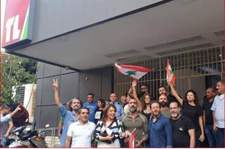 فنانون يقتحمون التلفزيون الرسمي ويطالبون بنقل احداث ثورة لبنان