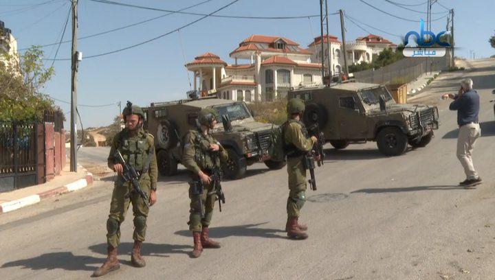 قوات الاحتلال تقتحم المنطقة الصناعية بمدينة البيرة