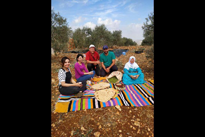 الحاجة ام محمد نموذج المرأة الفلسطينية المكافحة