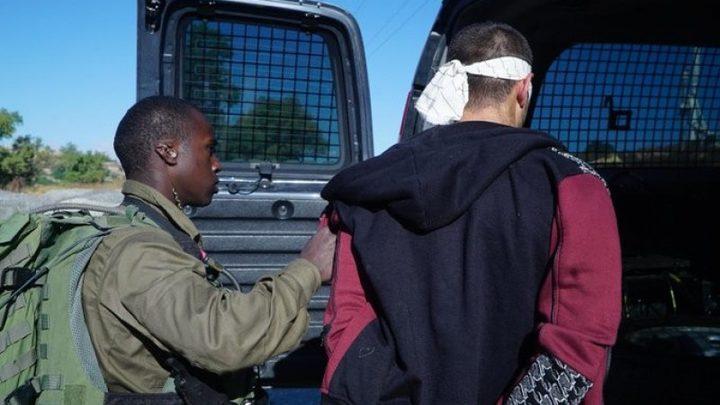 سلطات الاحتلال تعتقل شاباً على معبر الكرامة