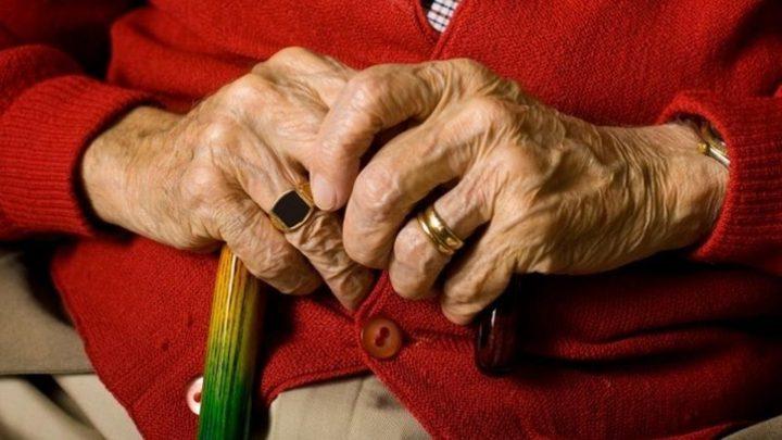 شاهد مسن روسي يتحدى الطقس والسن للحفاظ على صحته !