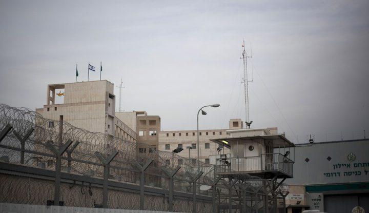"""إدارة سجون الاحتلال تنقل أسرى """"عسقلان"""" إلى معتقل نفحة"""