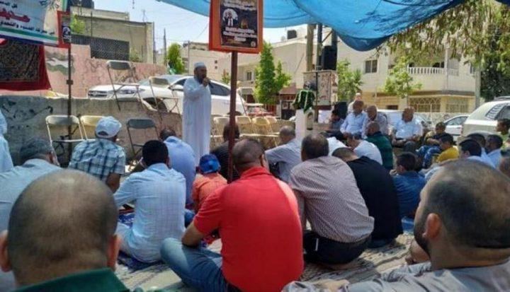 وقفة تضمانية للأسرى المضربين عقب صلاة الجمعة في أبو ديس