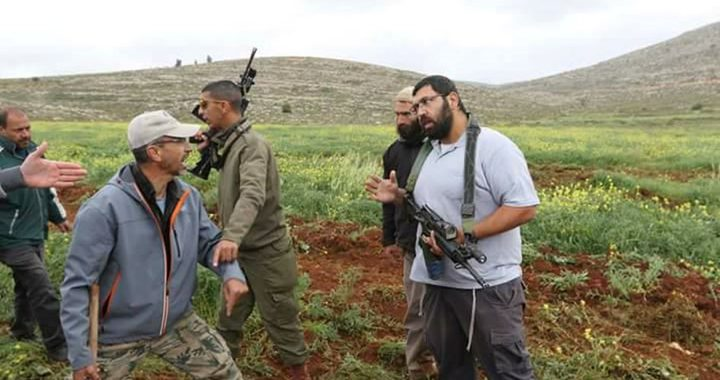 مستوطنون يهاجمون قاطفي الزيتون شمال غرب رام الله