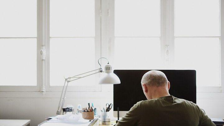 العمل الطويل يزيد من إصابة الرجال بالصلع
