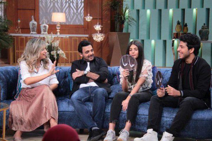 ظهور مميز لعائلة نجل الفنان محمود ياسين مع منى الشاذلي