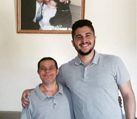 شاب سوري يوجه رسالة مؤثرة لوالده المصاب بمتلازمة داون