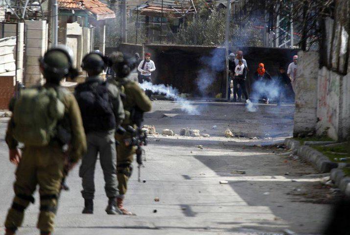 اغلاق مدخل مخيم العروب واندلاع مواجهات مع الاحتلال