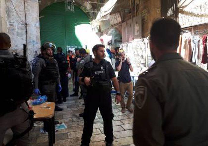 قوات الاحتلال تعتقل شاباً بزعم محاولته تنفيذ عملية طعن في القدس
