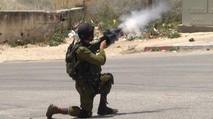 نابلس: الاحتلال يستهدف المزارعين بقنابل الغاز