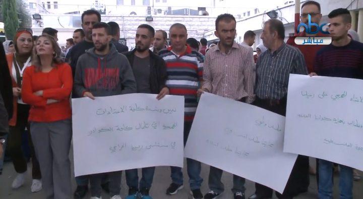 وقفة احتجاجية رفضا للاعتداء على أحد العاملين في مستشفى رفيديا