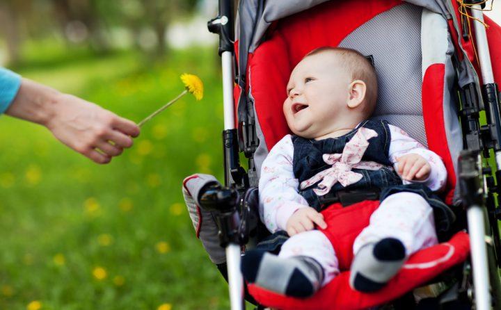 """دراسة تحذر: """"عربات الأطفال"""" تدمر أدمغة الرضع !"""