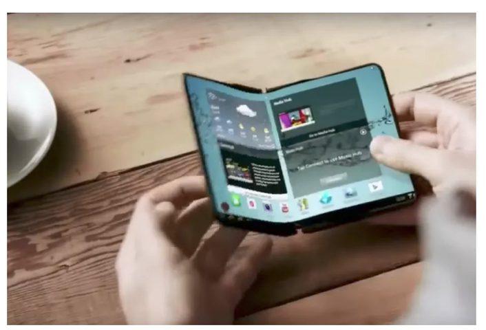 """سامسونغ تكشف عن هاتفها """"المربع"""" القابل للطي"""