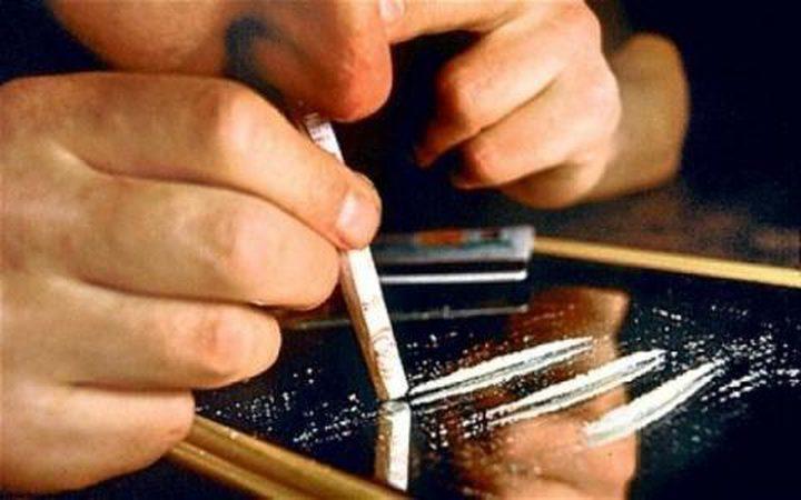 مواطن يبلغ الشرطة عن شقيقه لتعاطيه المخدرات