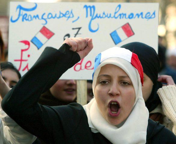 فرنسا: مجلس الشيوخ يقر مشروع قانون يحظر حجاب الأمهات